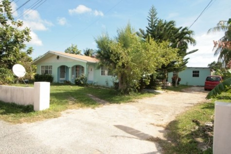 TROPICAL GARDEN HOME WITH INCOME EARNER APTS