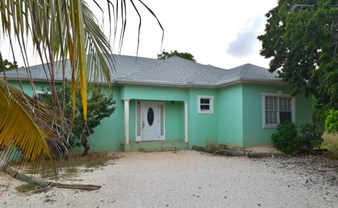 Cayman Brac  Home off Charlotte's Road, 3 bedroom