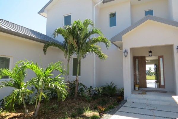 LALIQUE POINT LUXURY CANAL FRONT HOME - Image 7