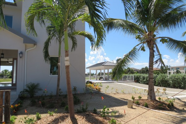 LALIQUE POINT LUXURY CANAL FRONT HOME