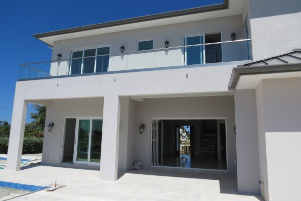 LALIQUE POINT LUXURY CANAL FRONT HOME - Image 9