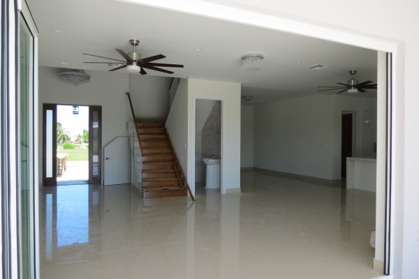 LALIQUE POINT LUXURY CANAL FRONT HOME - Image 11