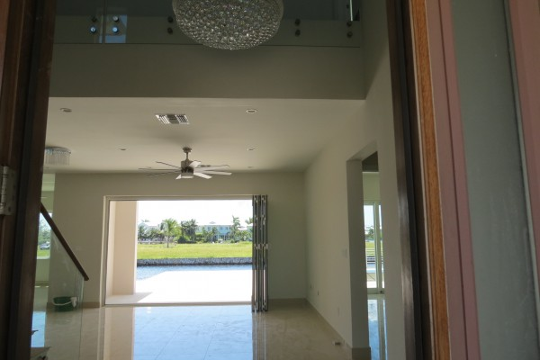 LALIQUE POINT LUXURY CANAL FRONT HOME - Image 12
