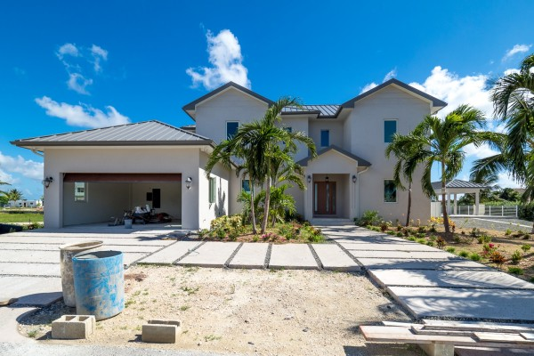 LALIQUE POINT LUXURY CANAL FRONT HOME - Image 20