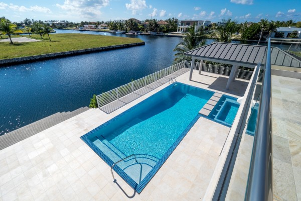 LALIQUE POINT LUXURY CANAL FRONT HOME - Image 21