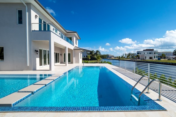 LALIQUE POINT LUXURY CANAL FRONT HOME - Image 23