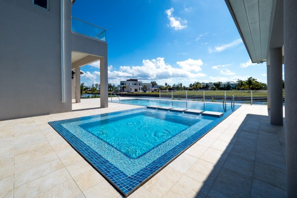 LALIQUE POINT LUXURY CANAL FRONT HOME - Image 24