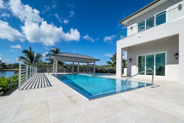 LALIQUE POINT LUXURY CANAL FRONT HOME - Image 25