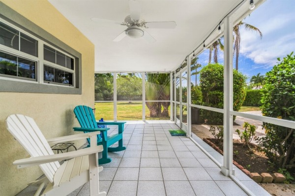 PROSPECT FAMILY HOME - DOUBLE LOT WITH POOL - Image 6