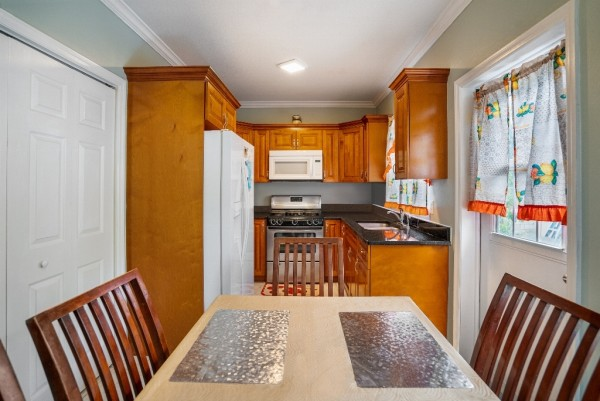 WEST BAY SINGLE FAMILY HOME - Image 3