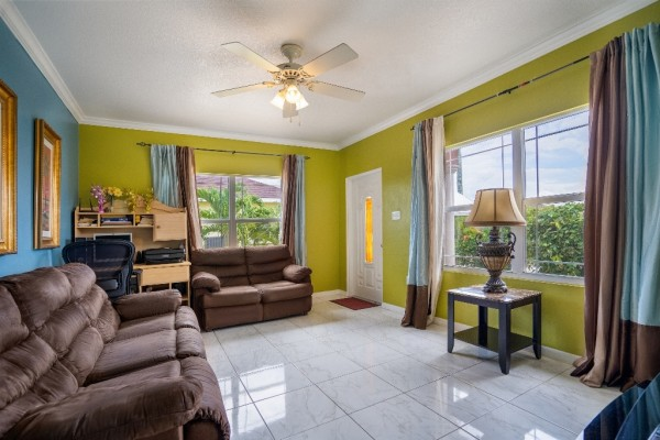 WEST BAY SINGLE FAMILY HOME - Image 4